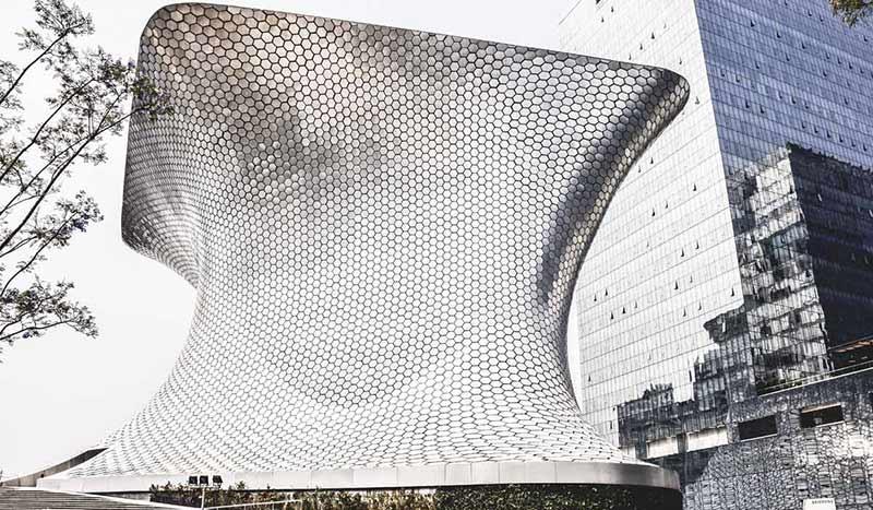 Außenansicht des von Fernando Romero entworfenen Museo Soumaya in Mexiko-Stadt.