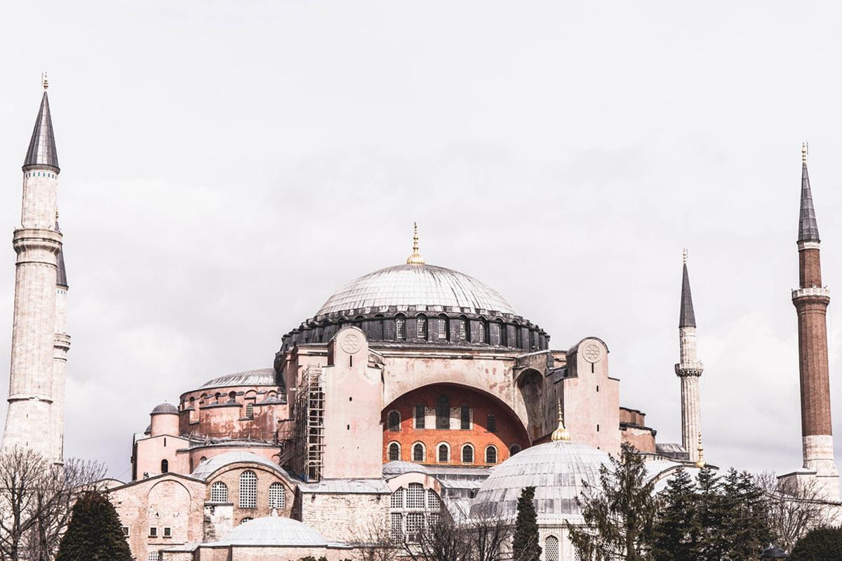 Blick auf die Hagia Sophia (Kirche der Heiligen Weisheit) erbaut im Jahre 537 im byzantinischen Stil.