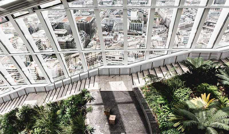 Blick über den Sky Garden und die Stadt von Londons höchstem öffentlichen Garten.